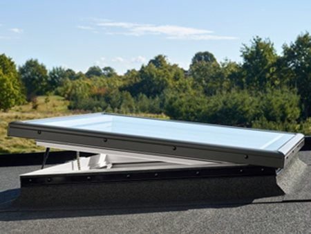 Velux electric flat roof base with flat glass